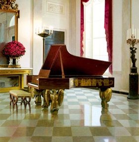 Piano_in_Entrance_Hall